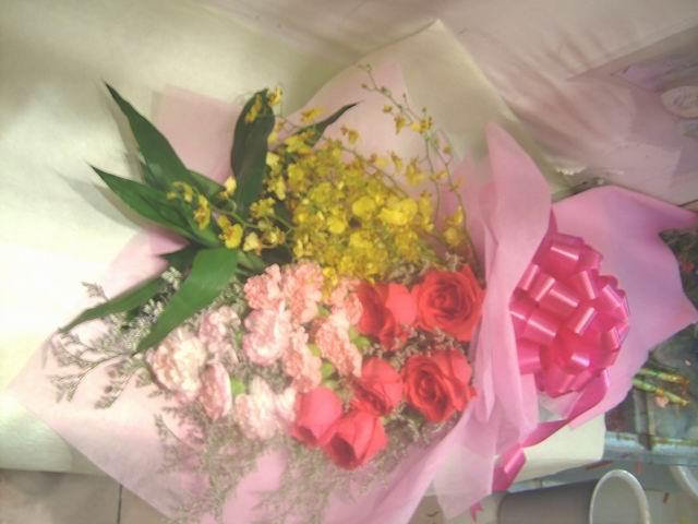 石夏兰【母爱无限】兰花与康乃馨花束鲜花图片展示。
