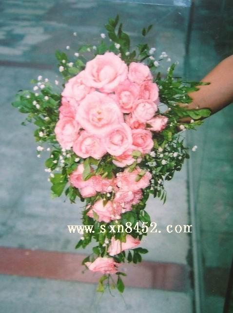石夏兰新娘手捧花鲜花图片展示。