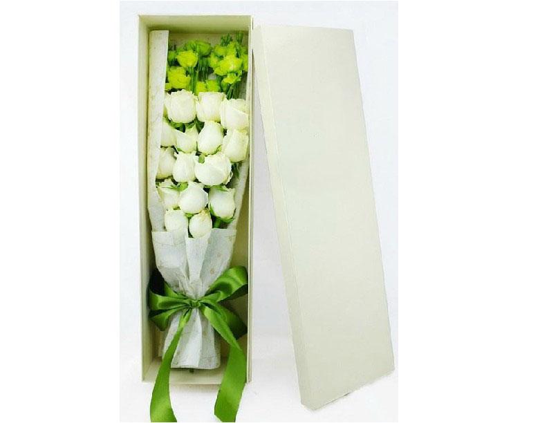 石夏兰19朵白玫瑰礼盒鲜花图片展示