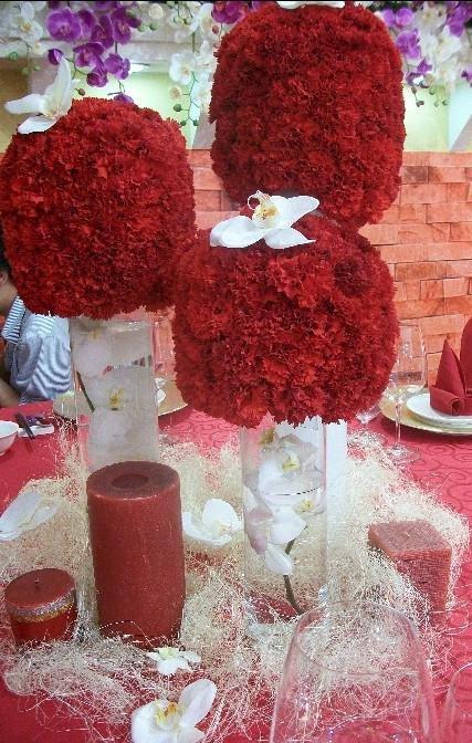 石夏兰宴会餐桌,玻璃瓶插花,结婚网,婚宴,深圳鲜花速递,红色康乃馨,宴会,餐桌花,石岩,宝安花店,中心区鲜花图片展示。