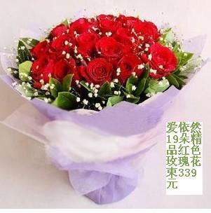 石夏兰19朵红玫瑰花鲜花图片展示。