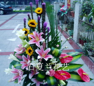 石夏兰【一帆风顺】高级花篮鲜花图片展示。