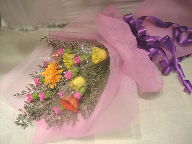 石夏兰【三春晖】太阳花与康乃馨花束鲜花图片展示。