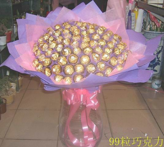 石夏兰99粒巧克力鲜花图片展示。