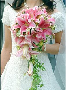 石夏兰百合手捧花,市内免费送花,实体花店,福田区花店,婚礼布置花球鲜花图片展示。