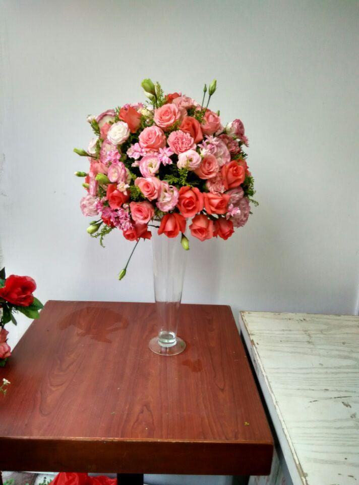 石夏兰粉玫瑰桌花,玻璃瓶插花,宴会桌面装点花,艺术插花368元/个,花材,粉玫瑰,洋桔梗,包装,高脚玻璃瓶插花鲜花图片展示