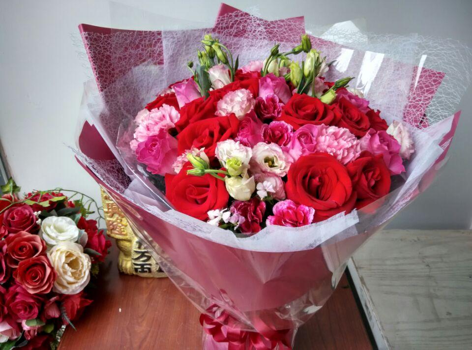 石夏兰【节日快乐】鲜花图片展示。