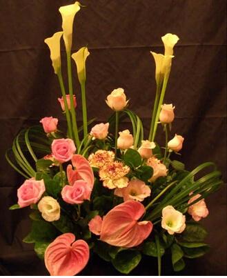 石夏兰马蹄莲、红掌、玫瑰艺术鲜花图片展示。