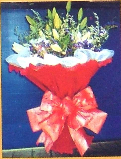 石夏兰11枝香水百合鲜花图片展示。