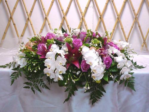 石夏兰蝴蝶兰,玫瑰,会议桌,展览鲜花,珠宝展台花,展览鲜花珠宝展花,深圳水贝鲜花,会议台面花鲜花图片展示。