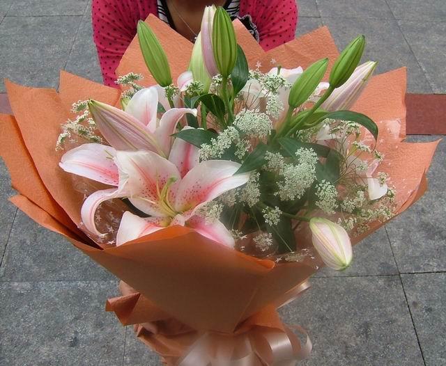 石夏兰温馨典雅粉香水百合鲜花图片展示