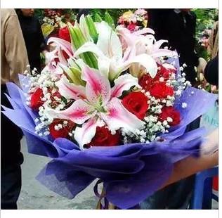 石夏兰情人节鲜花,玫瑰花与百合花鲜花图片展示。