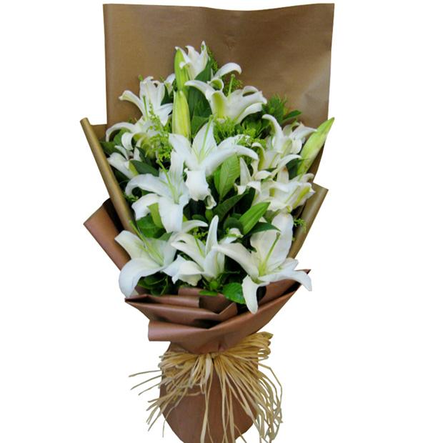 石夏兰百合,畅销花束,深圳鲜花速递福,送花,领导鲜花,预订生日鲜花,蛇口鲜花店,11朵,4枝白百合鲜花图片展示。