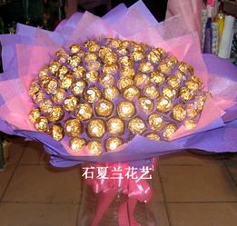 石夏兰99金莎巧克力鲜花图片展示。