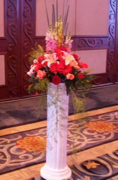 石夏兰旖旎城垣,罗马柱花蓝,迎宾花篮,西式花篮,罗马柱花篮,开业花篮鲜花图片展示。