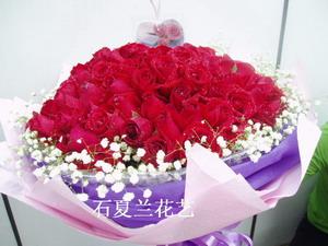 石夏兰108朵红玫瑰花鲜花图片展示。
