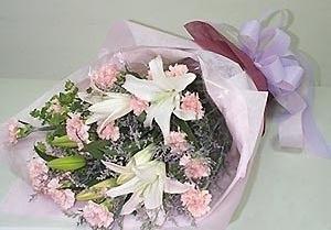 石夏兰【祝妈咪年青美丽】康乃馨与百合花束鲜花图片展示。