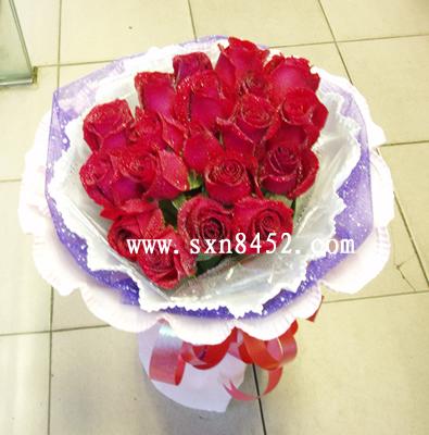 石夏兰19朵大红色玫瑰鲜花图片展示。