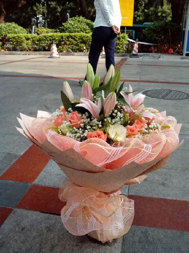 石夏兰玫瑰村,百合,玫瑰,生日鲜花,爱情鲜花,11朵粉玫瑰,鲜花,深圳福田,罗湖,南山鲜花图片展示。
