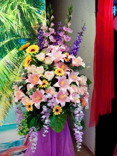 石夏兰仿真插花花艺鲜花图片展示。