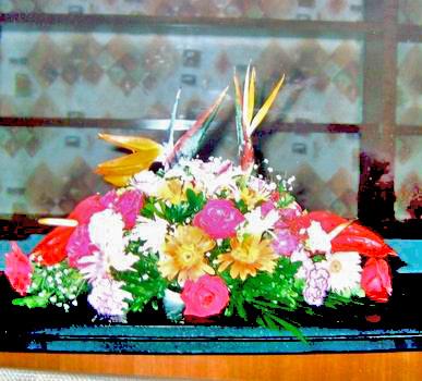 石夏兰开会报到用花,天堂鸟,台面花,特价128元,台面上放置的花篮,前台用花,开会,报到用的花,中心区会议鲜花图片展示。