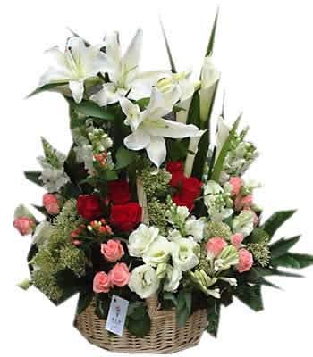 石夏兰【深沉的爱】高级花篮鲜花图片展示。