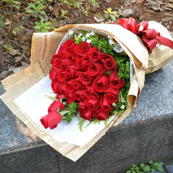 石夏兰33朵红玫瑰花束,恋爱花,鲜花,全国,深圳,北京鲜花,团购价,最快两小时到鲜花图片展示。