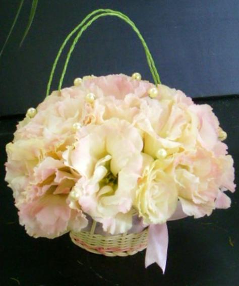 石夏兰手提港式鲜花图片展示。