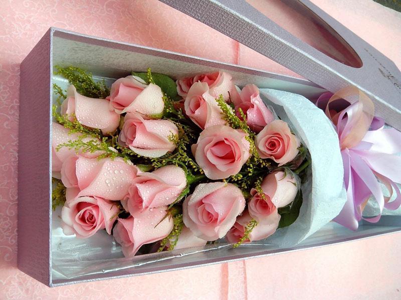 石夏兰【永远爱你】19朵粉玫瑰礼盒鲜花图片展示