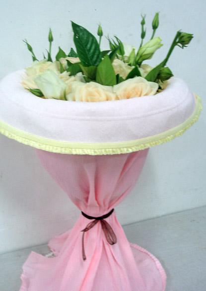 石夏兰19朵香槟玫瑰鲜花图片展示。