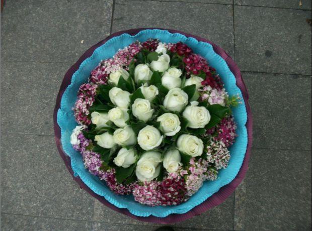 石夏兰白玫瑰花束,鲜花速递,福田鲜花店,深圳送花,南山鲜花,16支白玫瑰,生日,16朵鲜花图片展示。