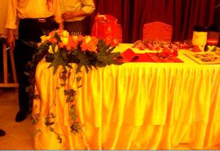 石夏兰结婚签到台鲜花鲜花图片展示。