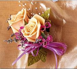 石夏兰玫瑰礼仪胸花鲜花图片展示。