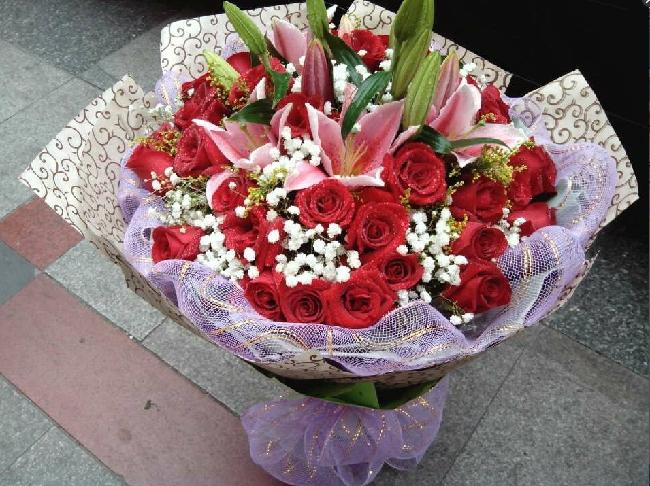 石夏兰玫瑰,红玫瑰花,生日鲜花,礼品,深圳花店,福田,南山,罗湖店,天安数码城花店,36朵大红玫瑰花鲜花图片展示。
