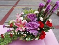 石夏兰【花开富贵】叶牡丹与百合花手提花篮鲜花图片展示。