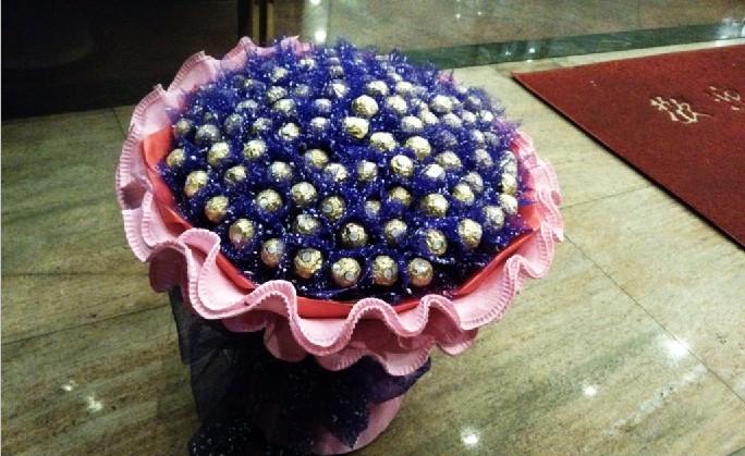 石夏兰99粒高档九九爱情巧克力鲜花图片展示