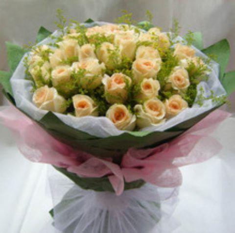 石夏兰香槟玫瑰,生日鲜花,深圳鲜花速递,深圳花店,保税,天安数码城花店,33朵香槟色玫瑰花,探视花束,探望送花鲜花图片展示。
