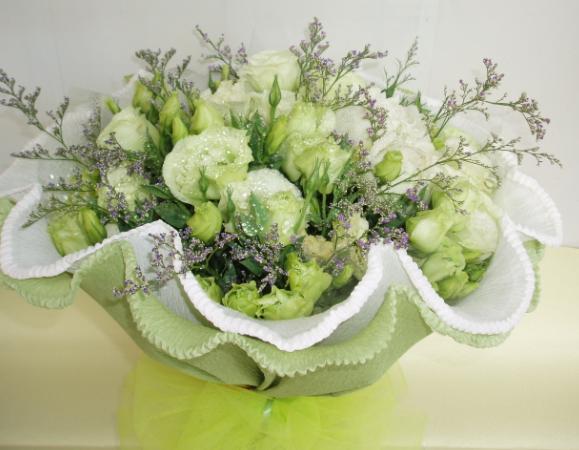石夏兰洋桔梗花束(篮)鲜花图片展示。