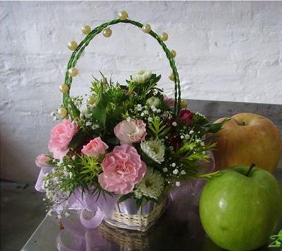 石夏兰百合康乃馨探望商务祝福生日花篮鲜花图片展示。