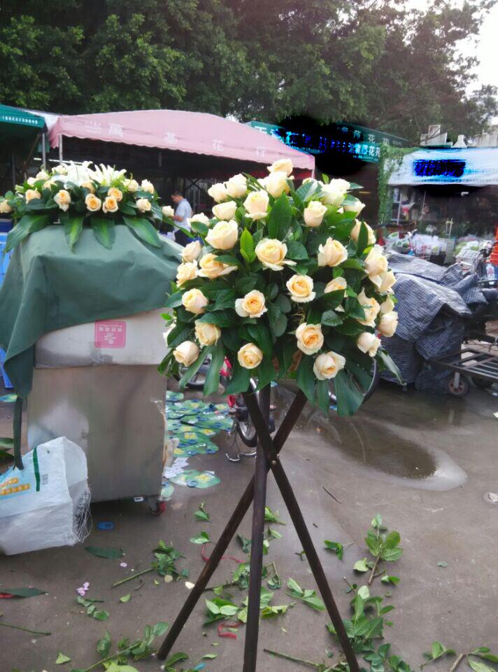本店新上架鲜花作品,港式花篮鲜花图片展示,点击订购。