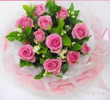 石夏兰圣诞节,红樱桃玫瑰,圆形花束鲜花图片展示