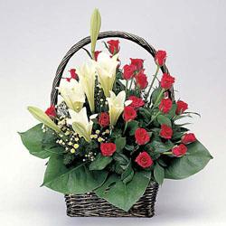石夏兰19朵手提百合玫瑰花篮鲜花图片展示。