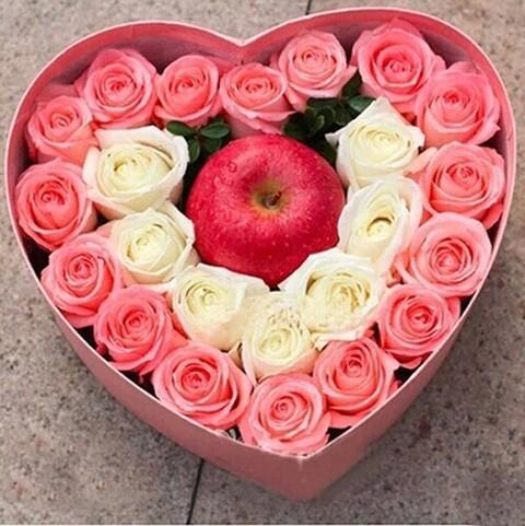 石夏兰平安夜花束,圣诞节鲜花,苹果鲜花,24朵玫瑰与苹果礼盒,深圳福田华强北,罗湖圣诞花鲜花图片展示。