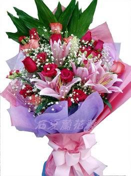 石夏兰19朵玫瑰花鲜花图片展示。