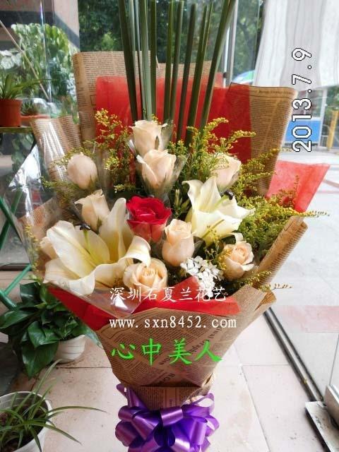 石夏兰香槟玫瑰花百合花送朋友鲜花图片展示。