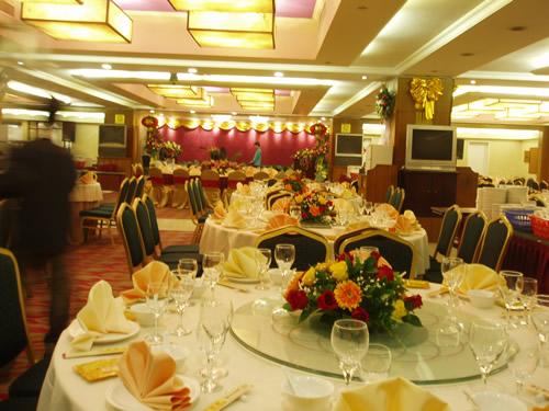 石夏兰高级豪华宴会餐台花鲜花图片展示。