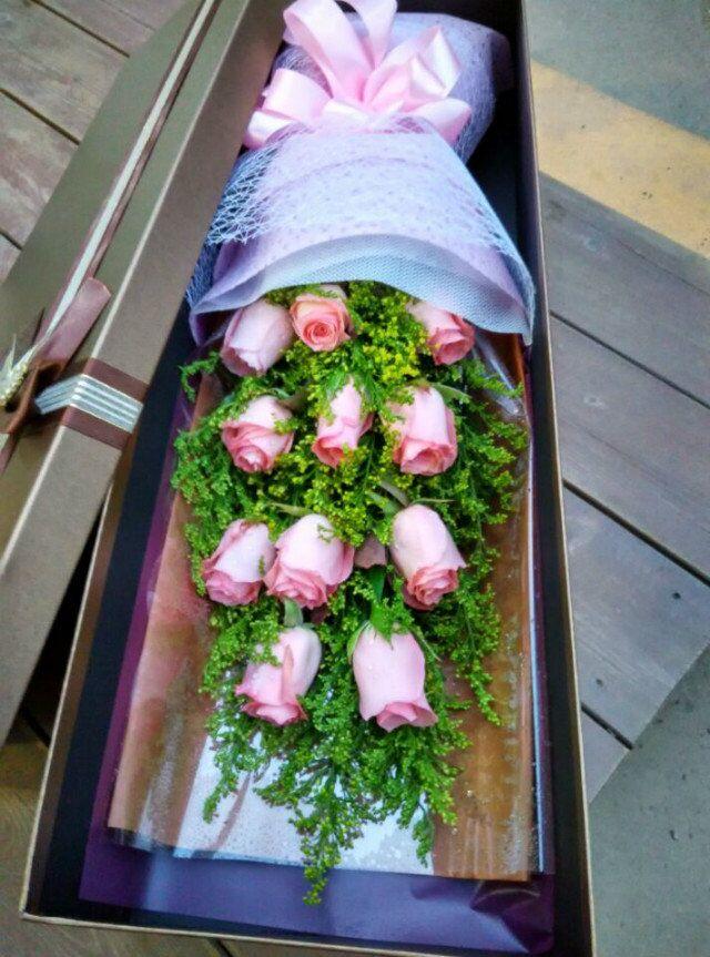 石夏兰浪漫初心,深圳鲜花,速递玫瑰花盒,高档礼盒,玫瑰花,深圳福田平日价,花材*11朵安娜玫瑰,礼盒包装花束 鲜花图片展示。