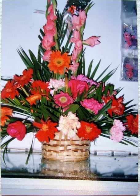 石夏兰步步高探望花篮鲜花图片展示。