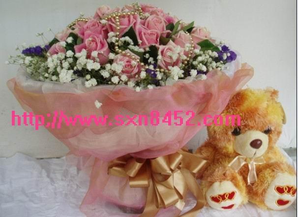 石夏兰18朵玫瑰熊仔鲜花图片展示。