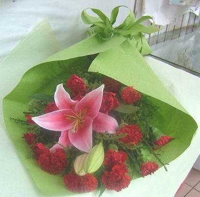 石夏兰教师节鲜花-康乃馨与百合花束鲜花图片展示。